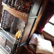 1898-roulotte-anglaise-gypsy-wagon-TT-stove2-int