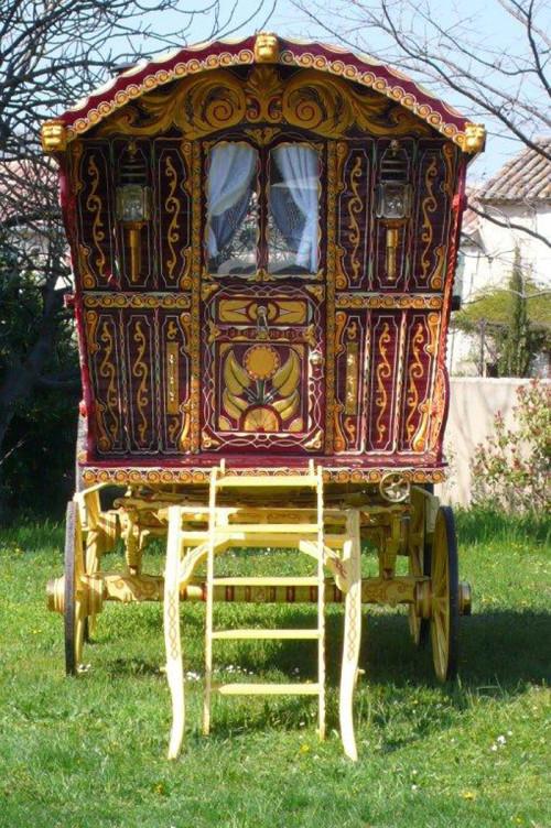 1902-original-Hearst-gypsy-wagon-front