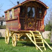 1902-original-Hearst-gypsy-wagon-full