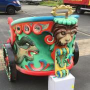 vintage-european-roundabout-chariot