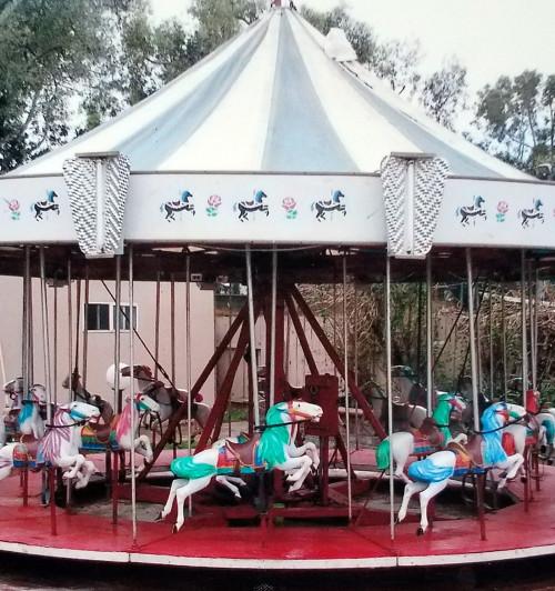 Vintage-allan-herschell-kiddie-carousel-center
