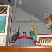 Vintage-Hennecke-German-auto-carousel-3-piece-band-center